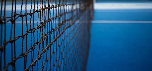 Tennis net and blue court. – Foto