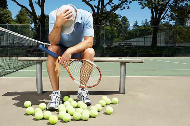tennis player with his head in his hands - set tennis o pallavolo foto e immagini stock