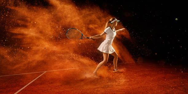 tenis: deportista en acción - set deportivo fotografías e imágenes de stock