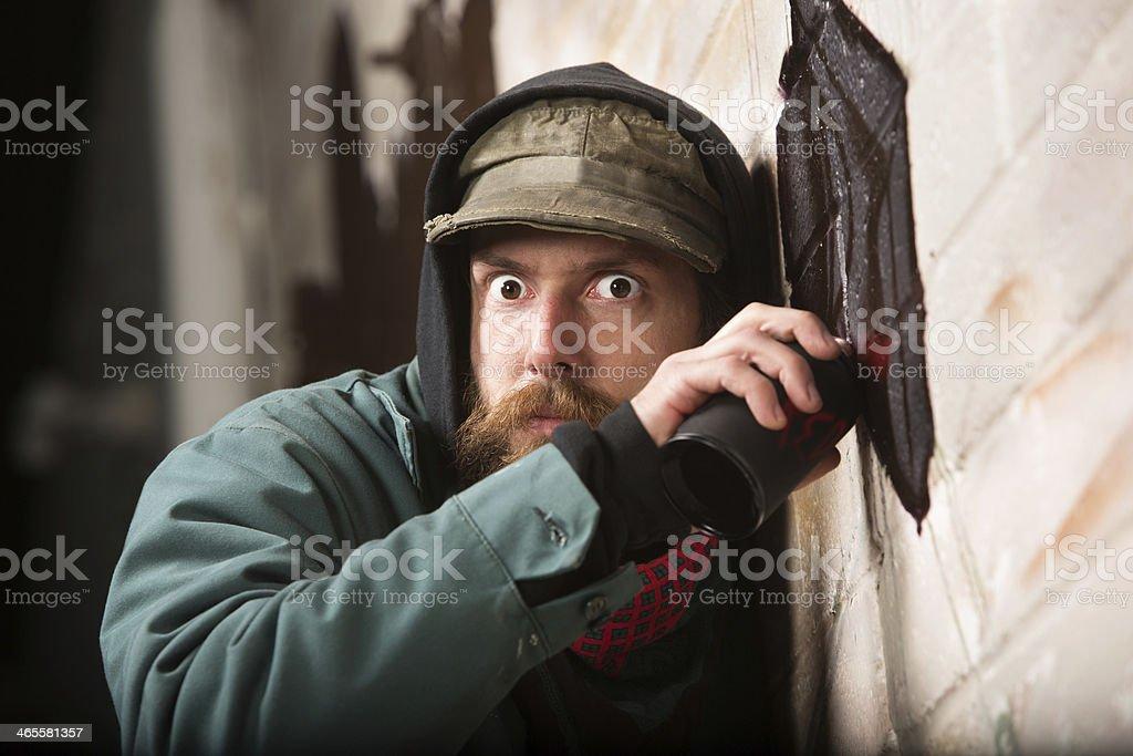 Tensa Hombre Etiquetado Una Pared Foto de stock y más banco
