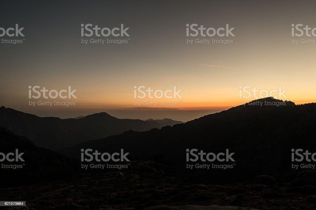Tent at the edge of a cliff photo libre de droits