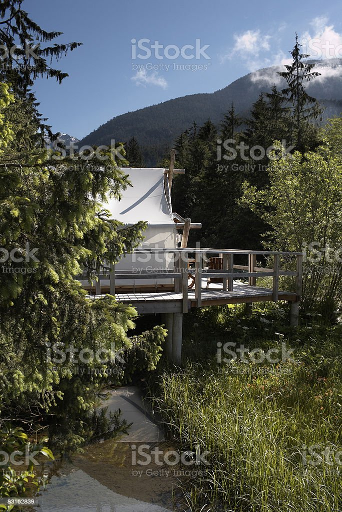 Tent on Riverbank of Bedwell Sound. royalty free stockfoto