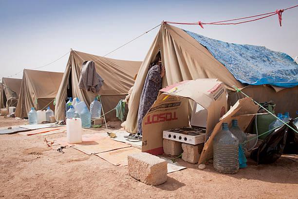 carpas del plan de desarrollo individual (idp) del camp en iraq - ayuda humanitaria fotografías e imágenes de stock