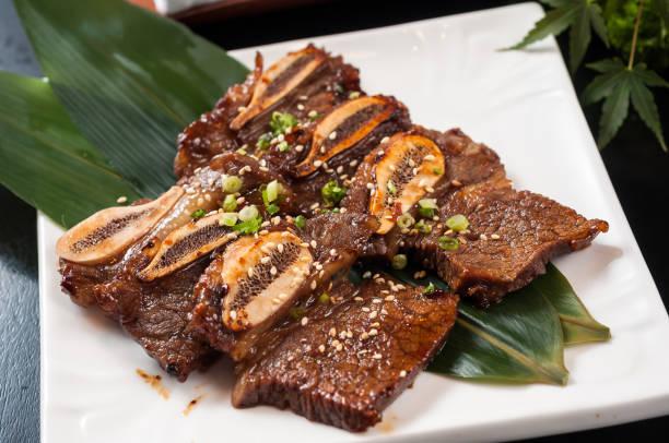teppanyaki rindfleisch rippe - teppan yaki grill stock-fotos und bilder