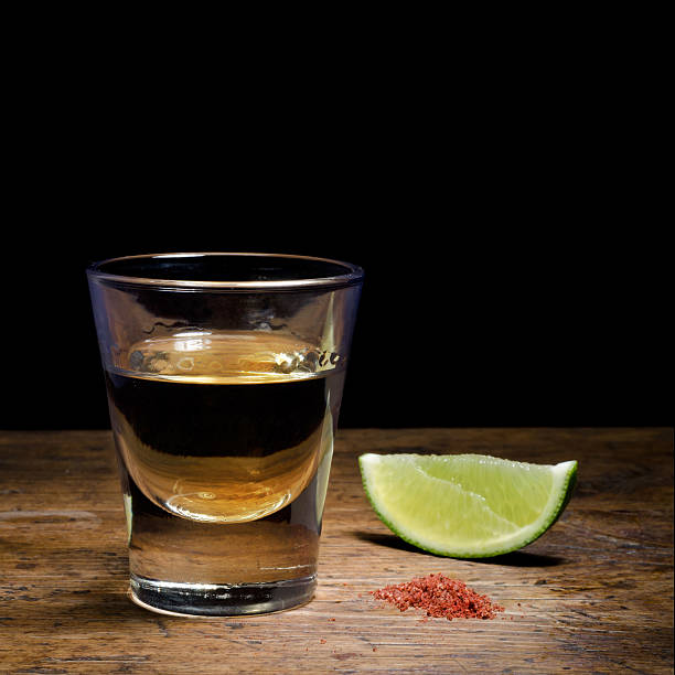 tequila - mezcal fotografías e imágenes de stock