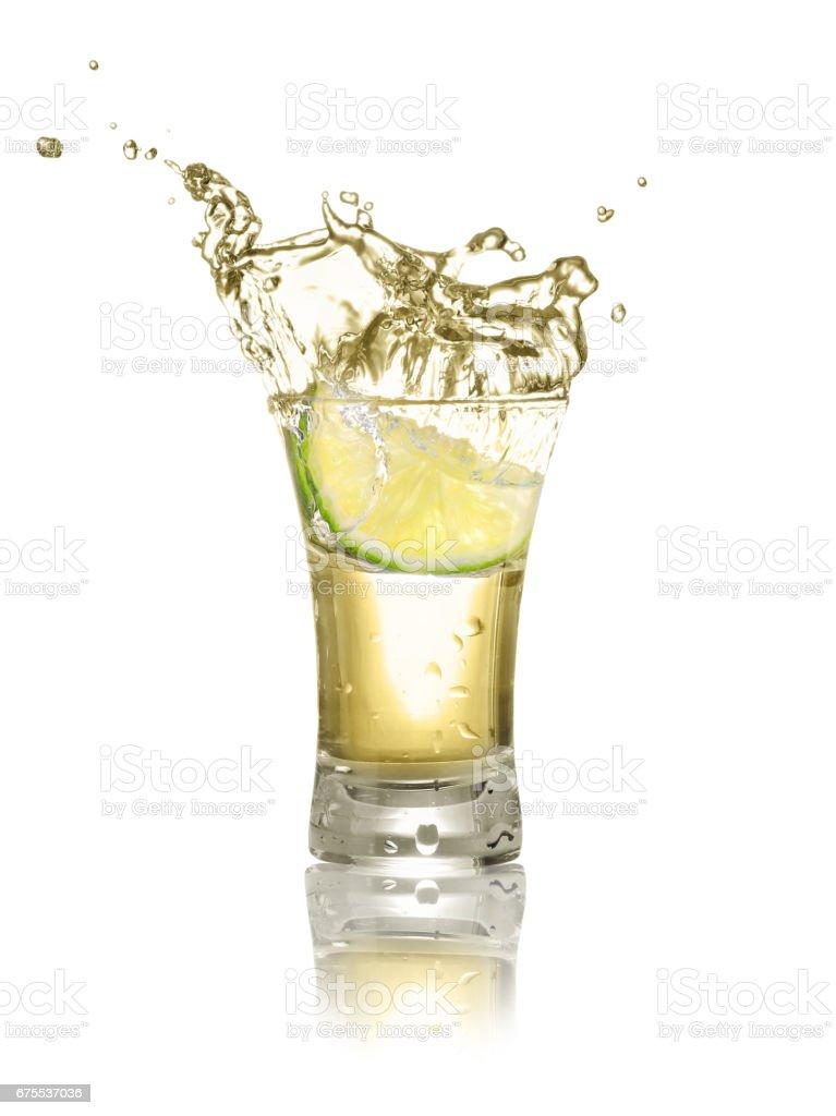 tequila, tourné avec une tranche de lime photo libre de droits