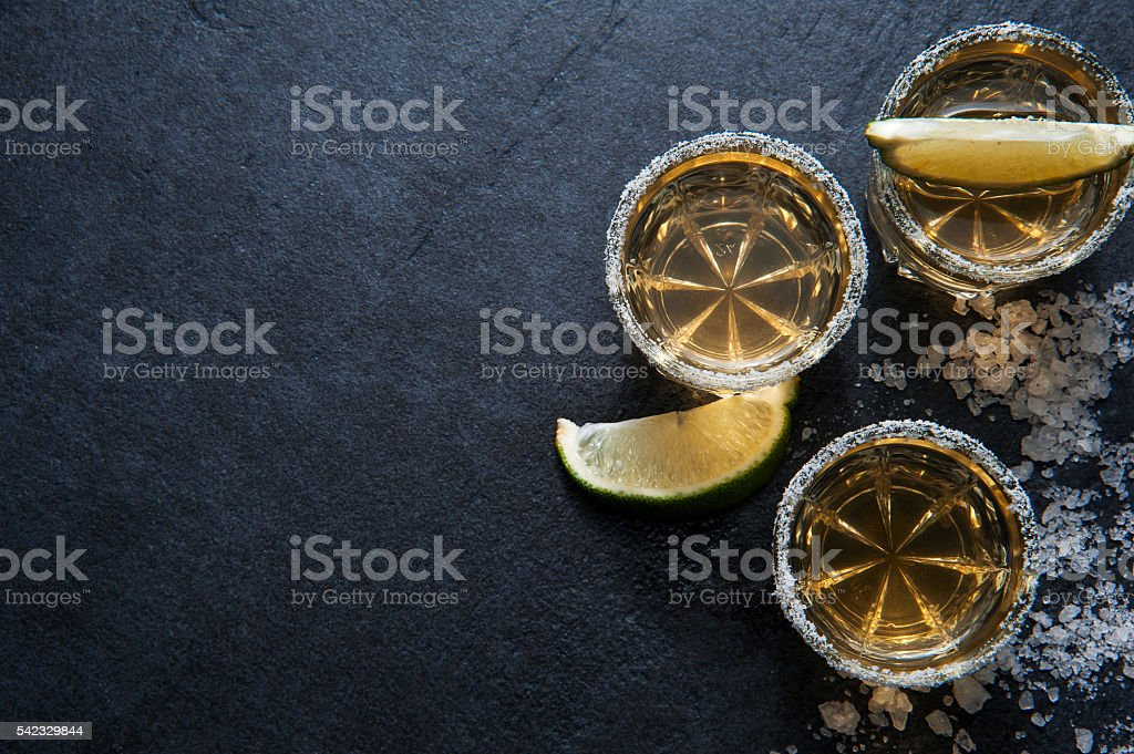 Tequila-shots mit Limonen slice, Ansicht von oben – Foto