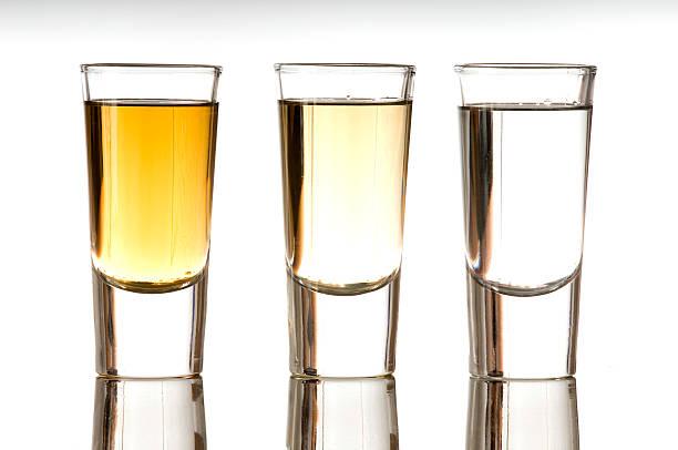 tequila shot's - farbiges glas stock-fotos und bilder
