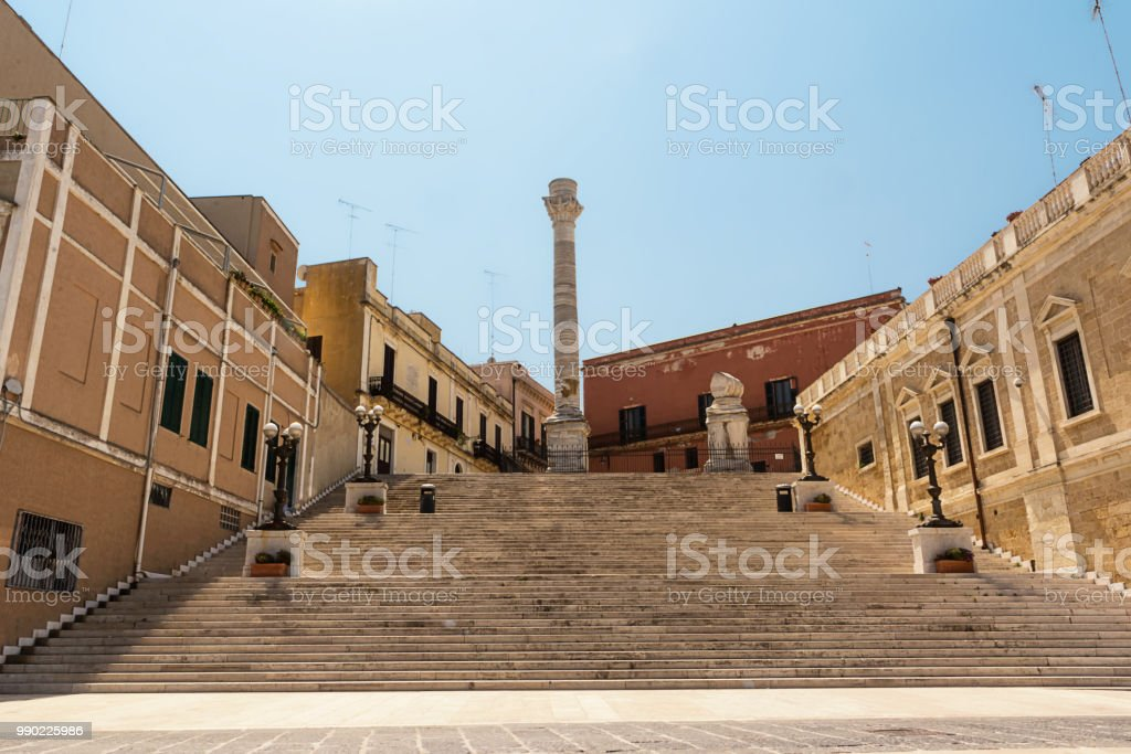 Terminal columns of the ancient Via Appia that starts in Rome and ends in Brindisi (Italy) - foto stock