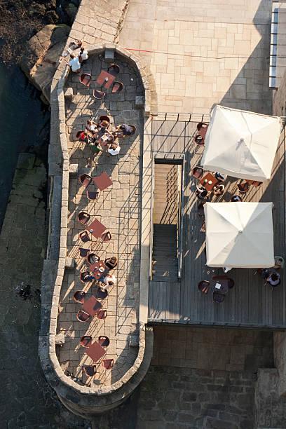 terrace ao longo do rio banco - esplanada portugal imagens e fotografias de stock