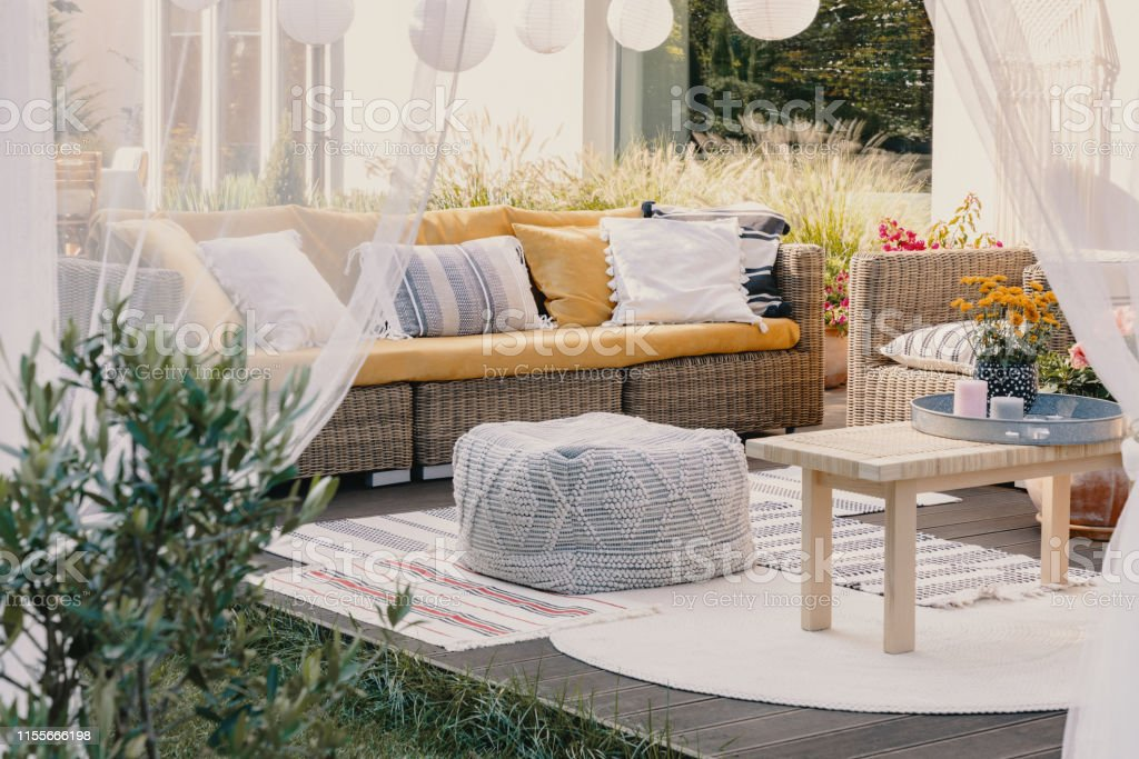 Idea De Diseño De Terraza Con El Conjunto De Muebles De