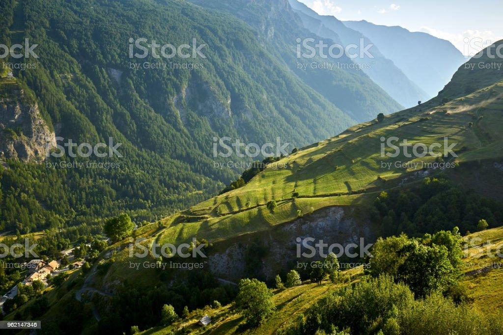 Terraza De Cultivo En El Valle De La Romanche En Verano