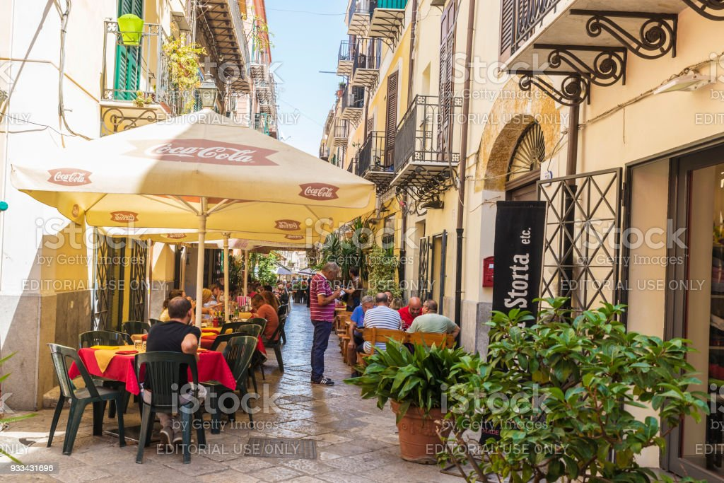 Terrasse Des Restaurantbar In Palermo In Sizilien Italien Stock