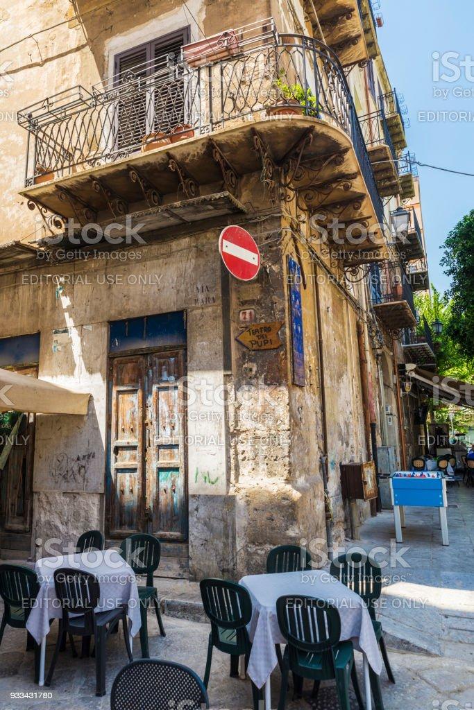 Terraza De Un Bar Restaurante En Palermo En Sicilia Italia