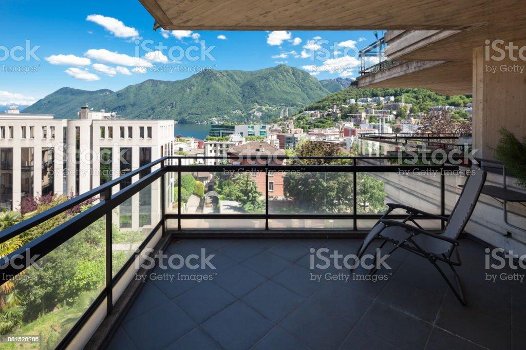 Terraza Con Vistas A La Ciudad Y El Lago Foto De Stock Y Más