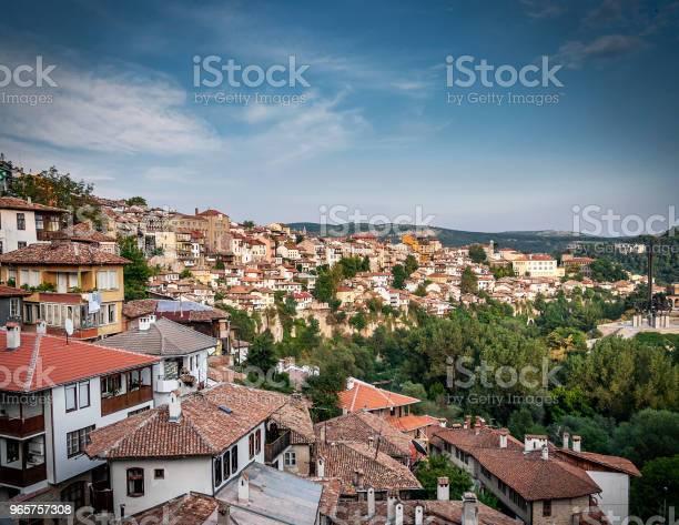 Terraced Houses In Old Town Of Veliko Tarnovo Bulgaria - Fotografias de stock e mais imagens de Antigo