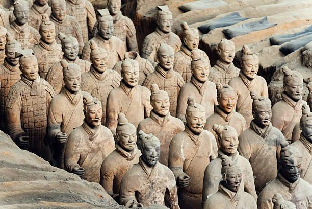 terracotta army in xian, china - mausoleum stockfoto's en -beelden