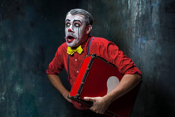terrible crazy clown and halloween theme - horror zirkus stock-fotos und bilder