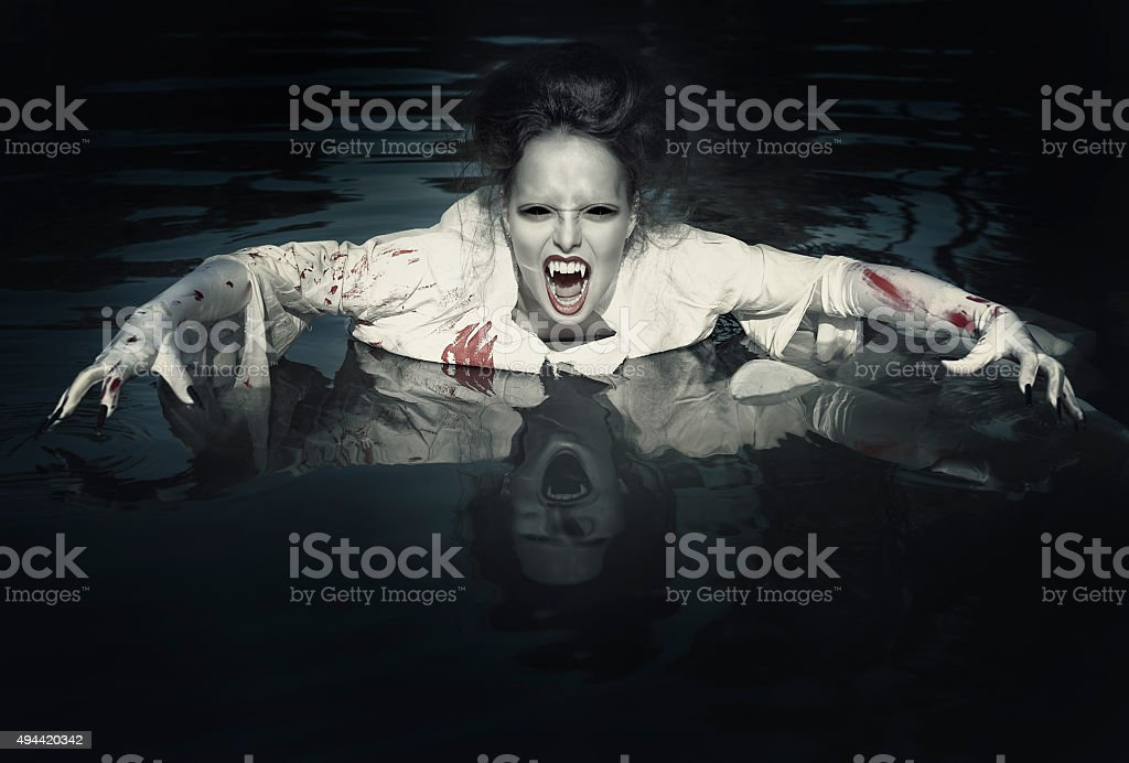 Terrible Demonio en la camisa sangre - foto de stock