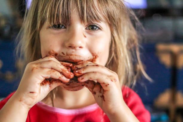 schreckliche drei der - kinderschokolade stock-fotos und bilder