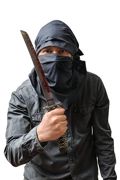 terroristischen über blutigen messer. isoliert auf weiß. terrorismus konzept. - hackmesser stock-fotos und bilder