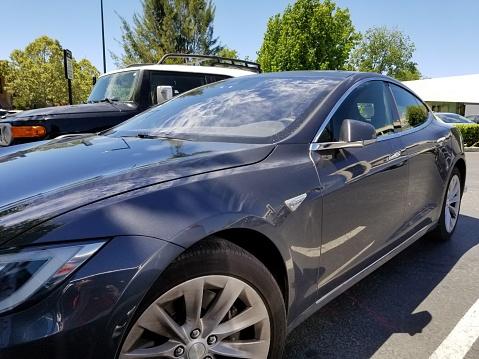 Tesla Automobile - Fotografie stock e altre immagini di Automobile