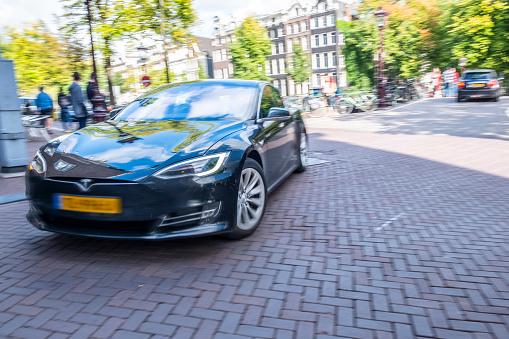 Tesla Model S Fullsized Electric Fivedoor Hatchback Car ...