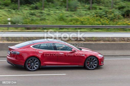 Tesla Model S On The Highway Stock-Fotografie und mehr Bilder von Auto