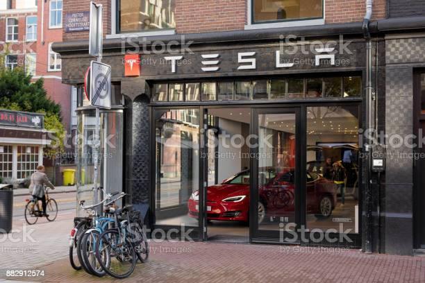 Tesla motors store in amsterdam picture id882912574?b=1&k=6&m=882912574&s=612x612&h=jwdmbvc5 y6qc7ktan4xs3et9g6rsh wbezupjprfzs=