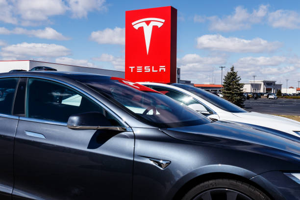 Tesla says new V3 Supercharger stations will reduce recharging times by half II Indianapolis - Circa March 2019: Tesla Service Center. Tesla says new V3 Supercharger stations will reduce recharging times by half II vehicle brand name stock pictures, royalty-free photos & images