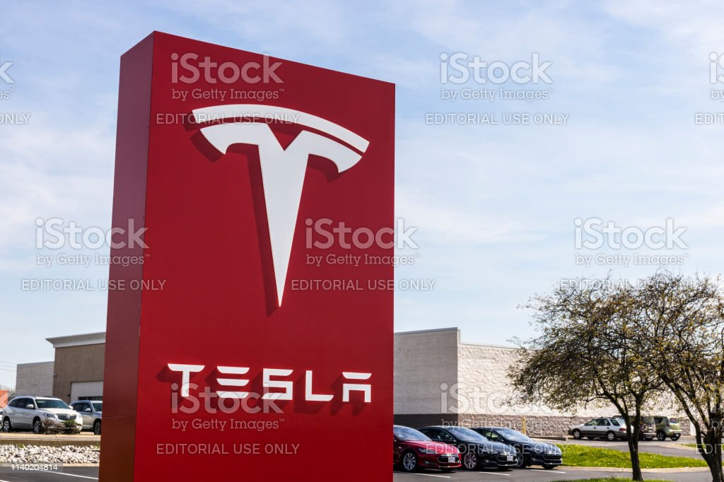 Tesla Service Center. Tesla designs and manufactures the Model S electric sedan IV Indianapolis - Circa April 2017: Tesla Service Center. Tesla designs and manufactures the Model S electric sedan IV Battery Stock Photo