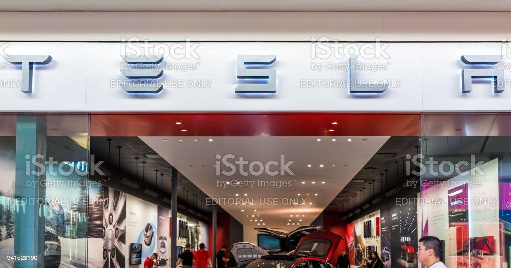 Fotografía de Tesla Tienda Exterior En Interior Centro Comercial En ...