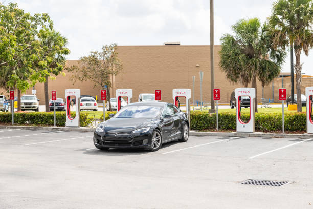 Tesla Super Charging station in shopping mall with nobody, electric black car parked at parking lot Homestead, USA - May 2, 2018: Tesla Super Charging station in shopping mall with nobody, electric black car parked at parking lot tesla model s stock pictures, royalty-free photos & images