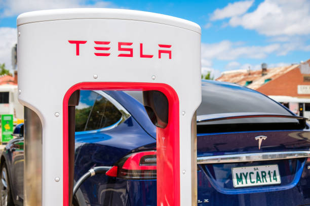 Tesla Supercharger und Tesla Model X Auto – Foto