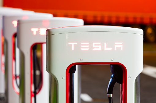 Tesla Sobrealimentador Estación Foto de stock y más banco de imágenes de Batería