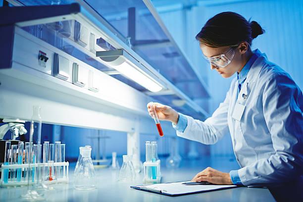 prueba de sustancias relacionadas - química fotografías e imágenes de stock
