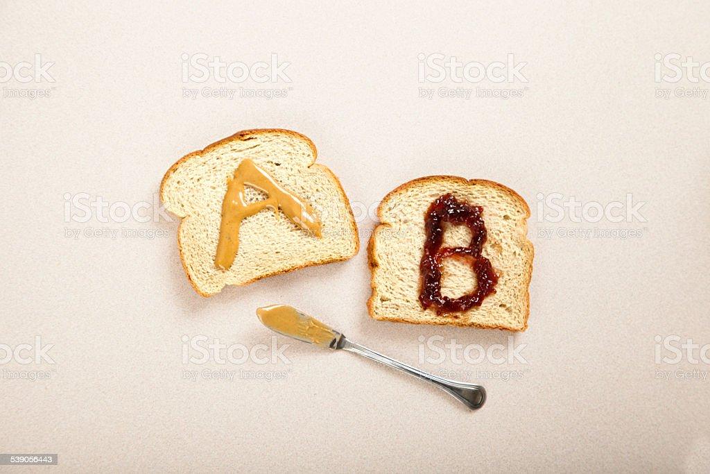 AB prueba con un sándwich - foto de stock