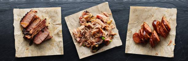 texas bbq mit gezogenem Schweinefleisch, Brisket und heißen Links – Foto