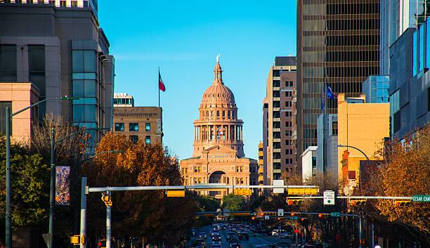 El edificio del Capitolio de Texas del puente en South Congress - foto de stock
