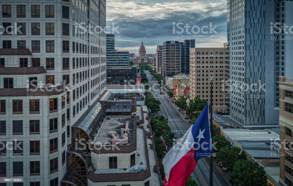 Texas Flag Over Congress Avenue in Austin, Texas zbiór zdjęć royalty-free
