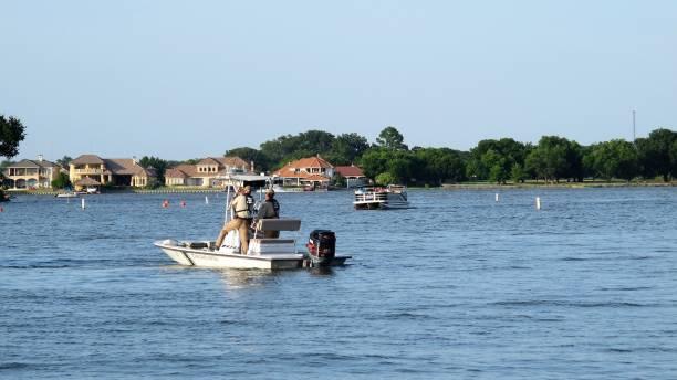 texas game wardens in boat patrolling lake granbury on the 4th of july, first responders - first responders zdjęcia i obrazy z banku zdjęć