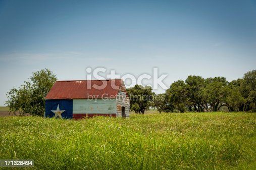 Rustic barn with a Texas flag pained on the side