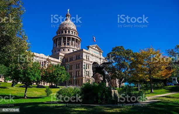Texas state capitol building autumn austin texas landmark picture id626702646?b=1&k=6&m=626702646&s=612x612&h=czowkpjuibektlhziuu3no qiueorq7sh6wbxvewkj0=