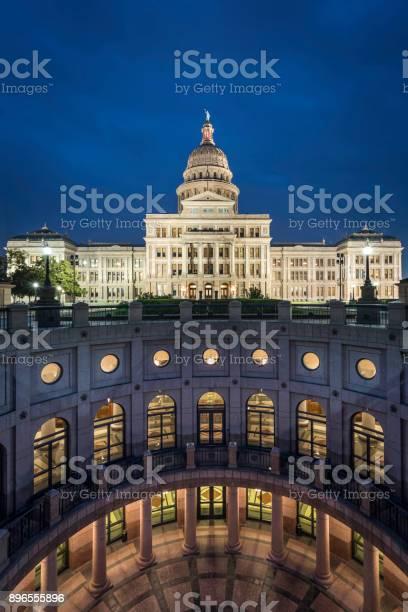 Texas state capitol building in austin illuminated at sunrise picture id896555896?b=1&k=6&m=896555896&s=612x612&h=r8wuwc5cdk 4qbilzzn3byopnxw7x i2vbnm3bwntds=