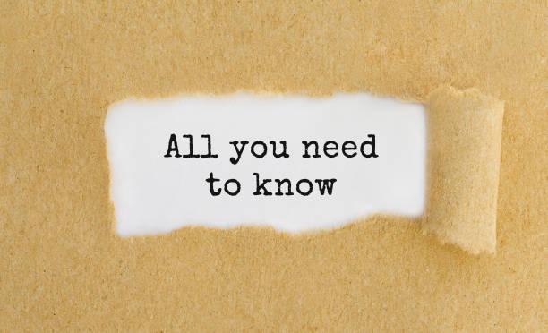 Alles, was Sie, erscheint hinter zerrissene braune Papiertüte wissen müssen Text – Foto