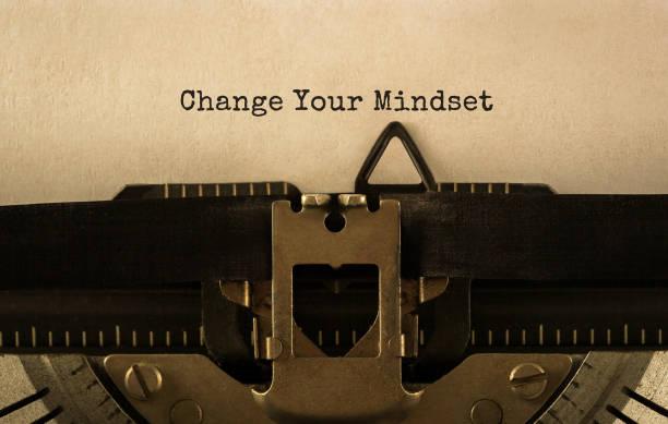 text change your mindset typed on retro typewriter - postawa zdjęcia i obrazy z banku zdjęć
