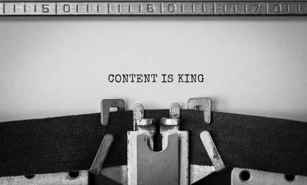 text content is king typed on retro typewriter - inbound marketing imagens e fotografias de stock