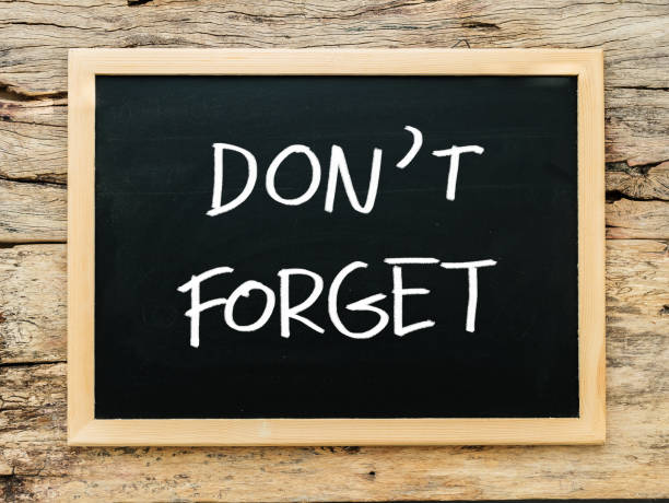 """text """"don't forget"""" on black chalkboard with wooden background. meeting remind reminder note concept - reminder stock photos and pictures"""