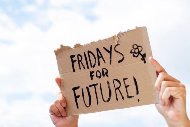 文本週五在一個棕色的招牌未來 - 氣候 個照片及圖片檔
