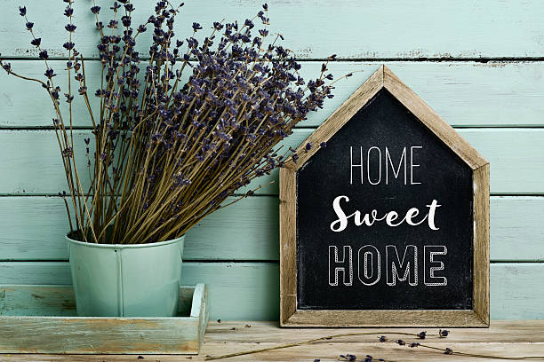 text home sweet home in a house-shaped signboard - sprüche zuhause stock-fotos und bilder